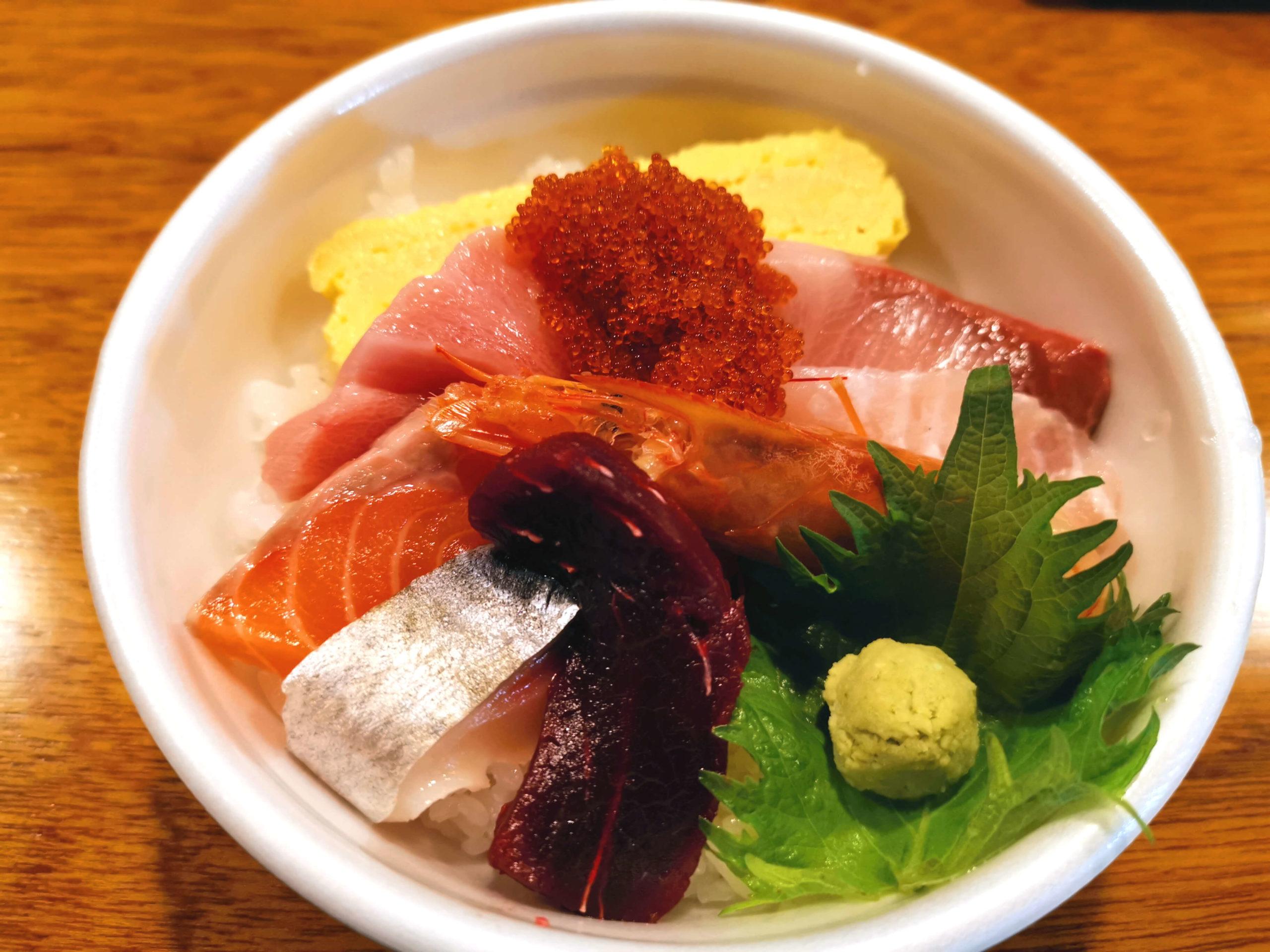 テイクアウト海鮮丼850円(税抜)